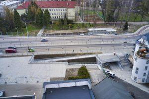 Widok z drona na czynne już przejście podziemne pod ul. Cieszyńską w centrum Wapienicy